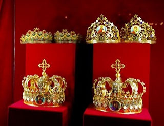 Unique Exposition Crowns of the World opened in Chernihiv